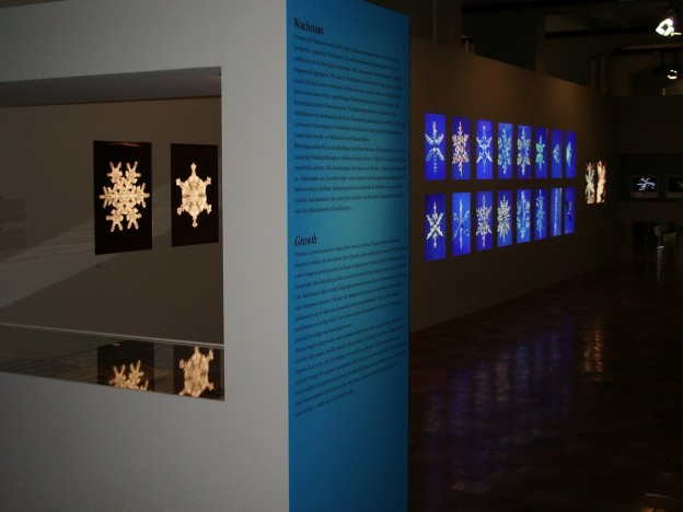 Introduction to the 'Growth' section of the Einfach Komplex exhibition, Museum of Design (Museum für Gestaltung), Zurich, 2005, showing dendritic ice crystal (snowflake) photography old and new. Photo: Marius Kwint.